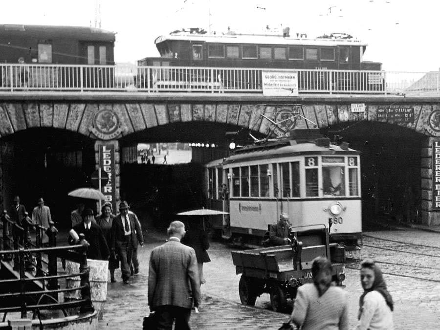 Mit solchen Straßenbahnzügen fuhren wir zum Tiergarten in Nürnberg (Foto von 1952)