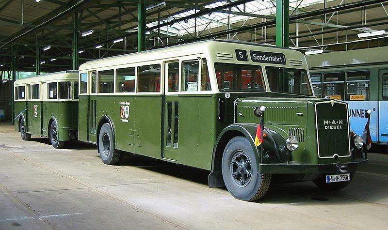 Diese Busse mit Anhänger vekehrten damals im Liniendienst zwischen Erlangen und den Vororten.