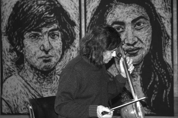 Ali Riza Gültekin   türkische Musik - Kniegeige