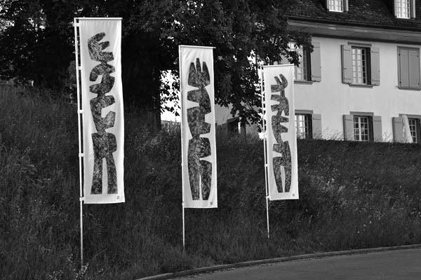 """Installation, Drucke auf Stoff 2010 """"Südsicht 10""""  Südhang  Kirchlindach 2010"""