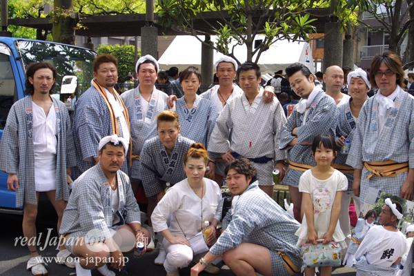 南友會さん。東京の有名祭はほぼ網羅。地元は椎名町・長崎神社(祭は9月第2週)。ちなみ会で神輿持ってます。1tオーバー。