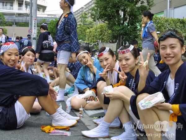 平野一さん。3年に一度のお祭り、小さい頃から自然に。。。50基の神輿と水掛けが自慢です。