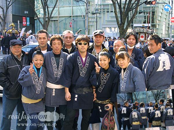 大江戸纏組さん。 祭りは何と言っても楽しい。江戸時代から受け継がれている伝統を代々引き継いでいきたいね。今年も、神田祭、深川祭、花園神社等々担ぎます!