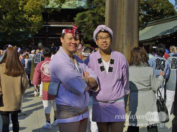 翠郷さん。 年間50箇所は担いでいるかな。おススメは5月の鉄砲洲稲荷神社。本社神輿も出るらしいし、新歌舞伎座も竣工するので「お旅屋になるとかならないとか」。祭りといえば、「人生の一部」「空気」だね。
