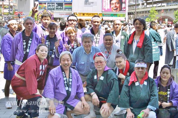 川崎・仲よし連さん。東京の祭はもちろん会津も行くよ!おススメの祭?鮫洲八幡神社!来年8月は3年に一度の大祭。宮出しは午前3時!神輿は4尺2寸5分!!