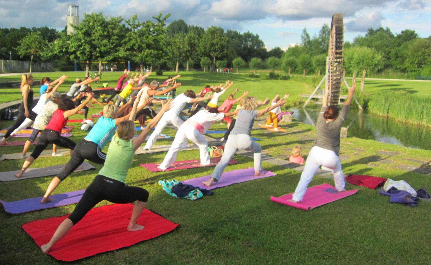 Janina Gradl Yoga und Lomi-Massage Internationaler Yogatag 2016 LGS Amberg