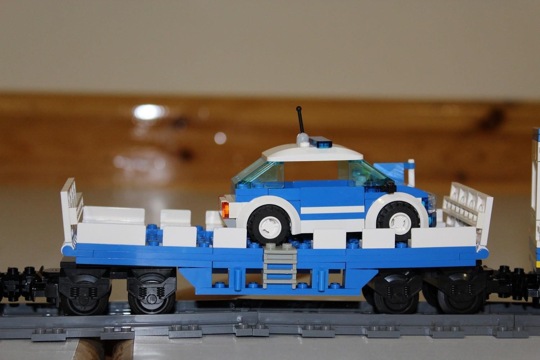 THW Eisenbahn-Waggon mit PKW