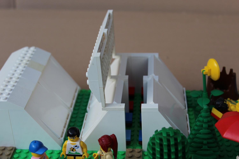 Geöffnetes Legozelt