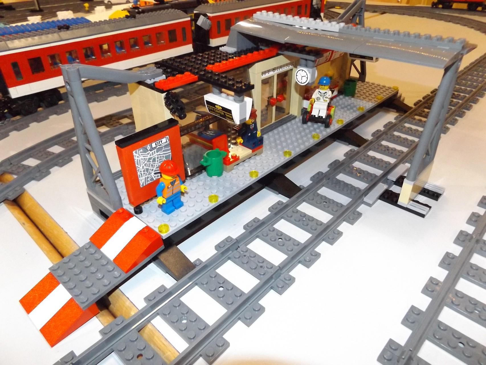 Lego-Bahnhof 60050, mit Zugang für Rollstühle