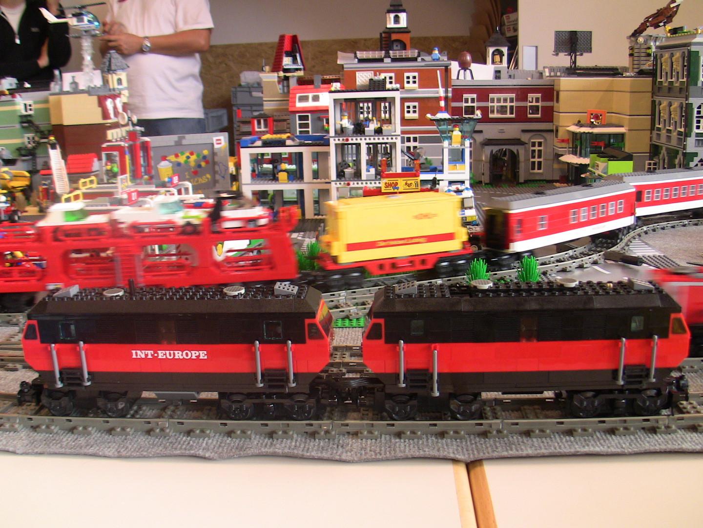 MOC Doppel-Diesel-Lok-Gespann