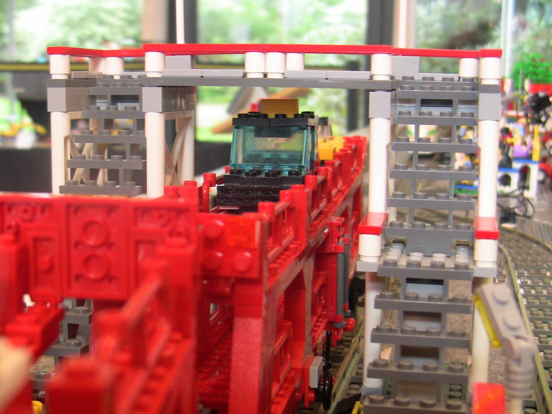 Durchfahrt MOC Autozug unter Füßgänger-Überquerung