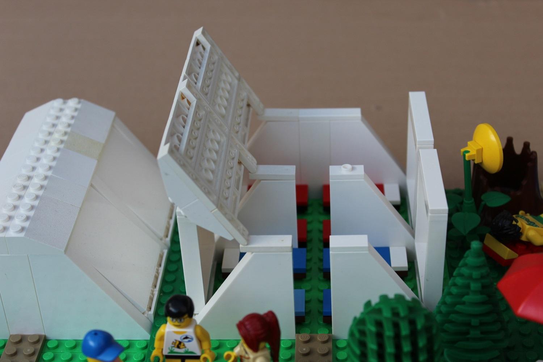 Gruppenzelt aus Legobausteinen