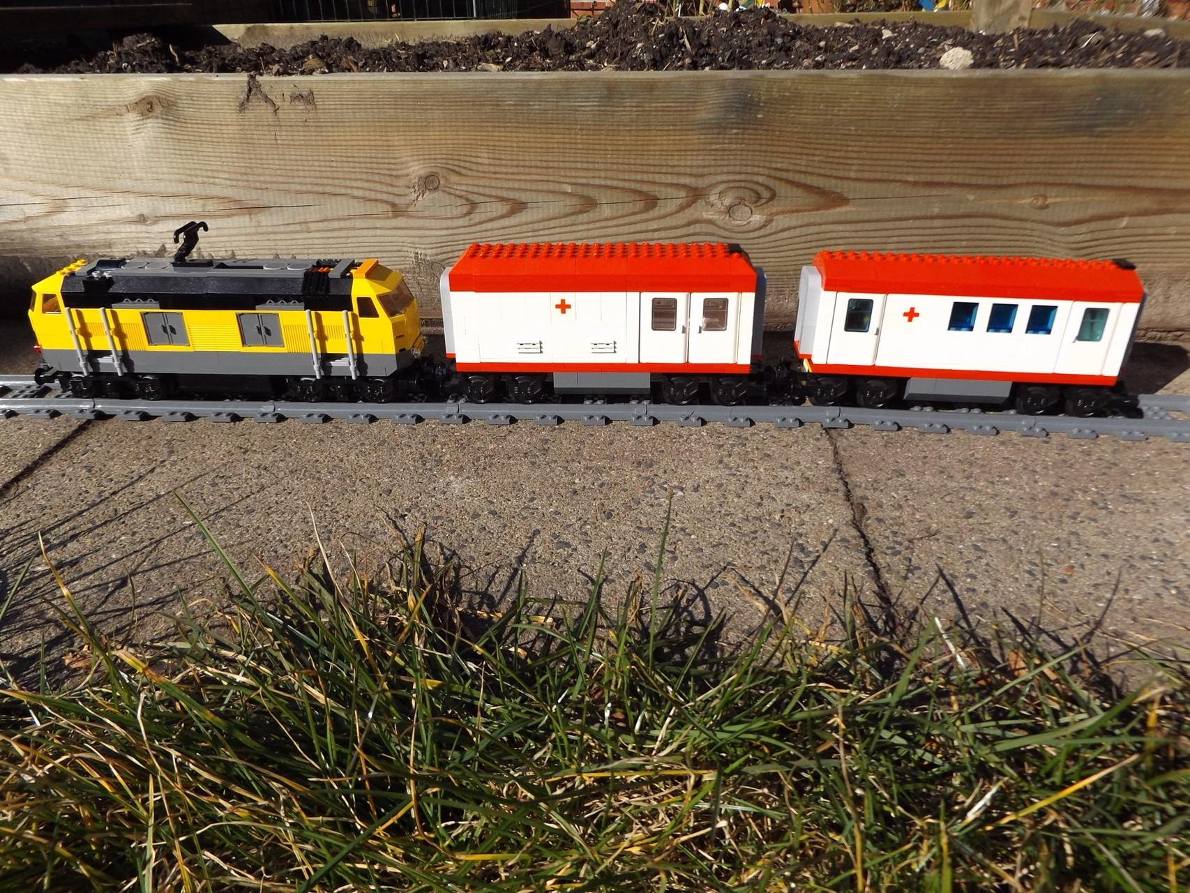 Hopital-Zug mit Antriebs-Lok 7939