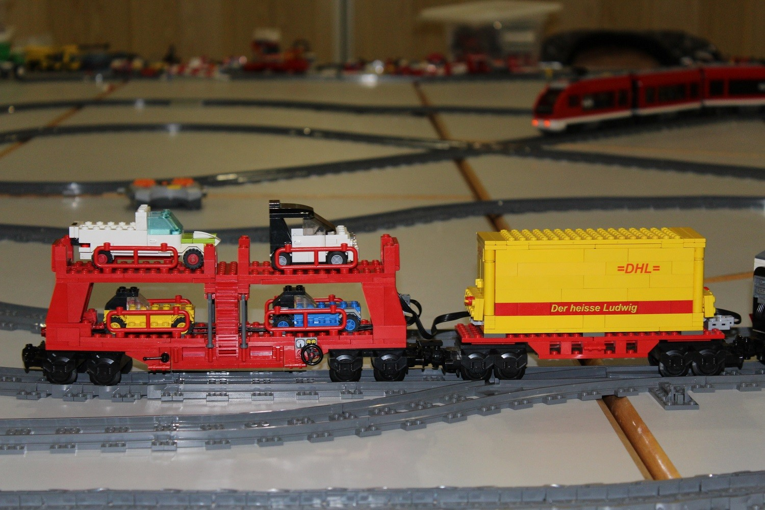 MOC DHL-Container-Waggon und Autotransportwaggon 2016
