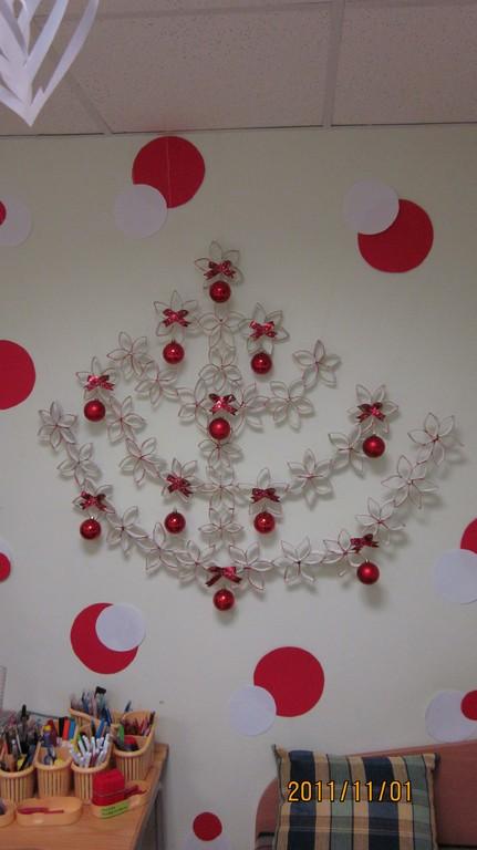 Kalėdų eglutė iš tuoletinio popieriaus ritinėlių