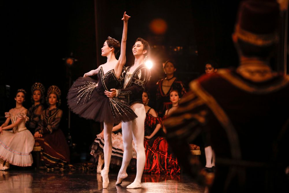 """Behind the scenes """"Swan Lake (NISSAY THEATRE)"""" Part 2 <事務局>"""