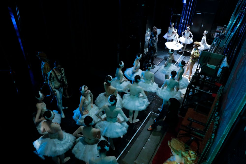 """Behind the scenes """"Swan Lake (NISSAY THEATRE)"""" Part 1 <事務局>"""