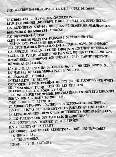 Une description française de la littérature de cordel, tampons sur papier journal