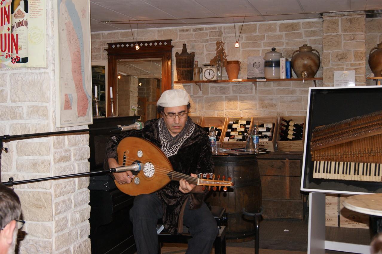 Chaouki Smahi an der Oud | Foto: T. Riehle