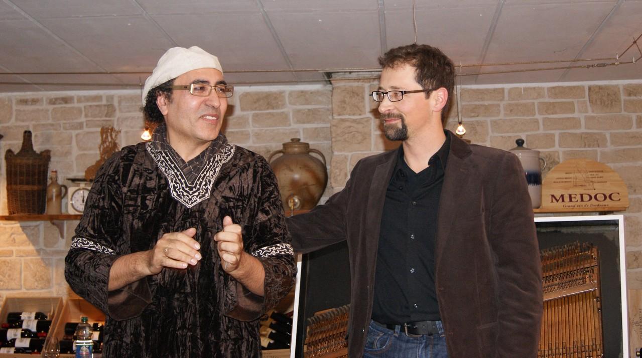 Chaouki Smahi und Holger Schlosser freuen sich über die gelungene Lesung | Foto: T. Riehle