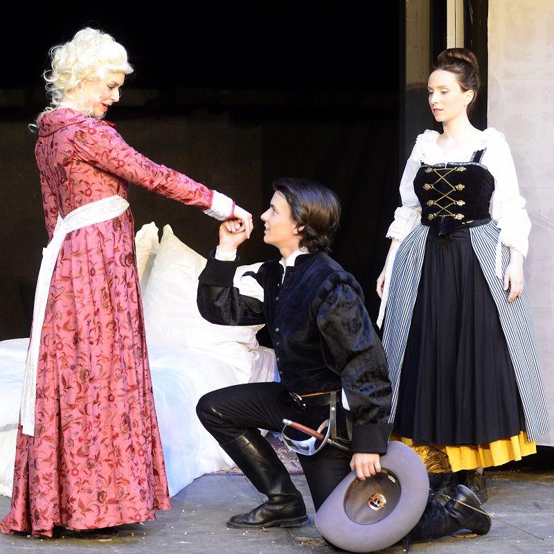 Lady de Winter (Julia Coolens) und D'Artagnan (Samuel Schickler) verfolgen unterschiedliche Pläne | Foto: M. Niethammer