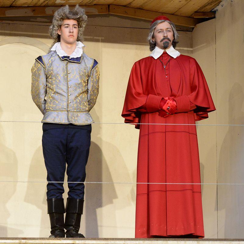 König Ludwig XIII (Paul Rahn) und Kardinal Richelieu (Holger Schlosser) blicken in eine ungewisse Zukunft | Foto: M. Niethammer