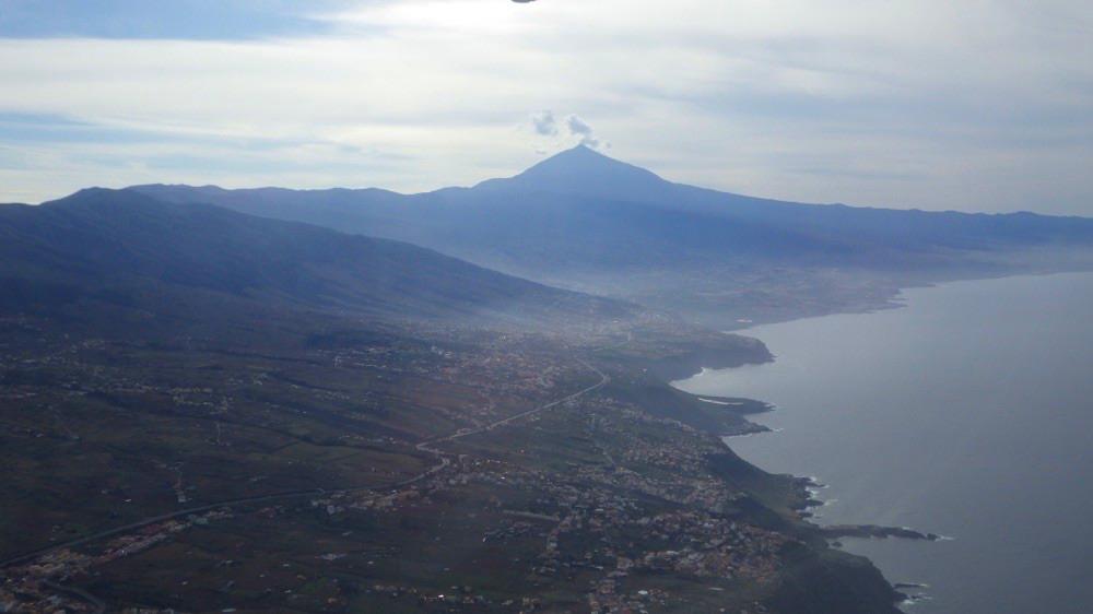 """Teneriffa - der Teide """"raucht"""". Flug von Teneriffa Nord nach El Hierro."""