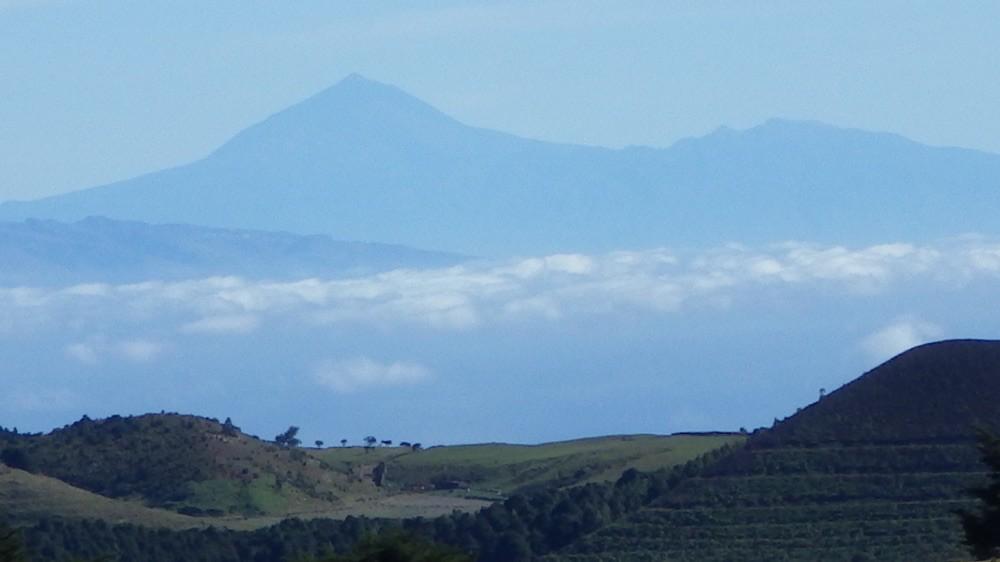 @ El Hierro - Im Hintergrund LaGomera und der Teide von Teneriffa.