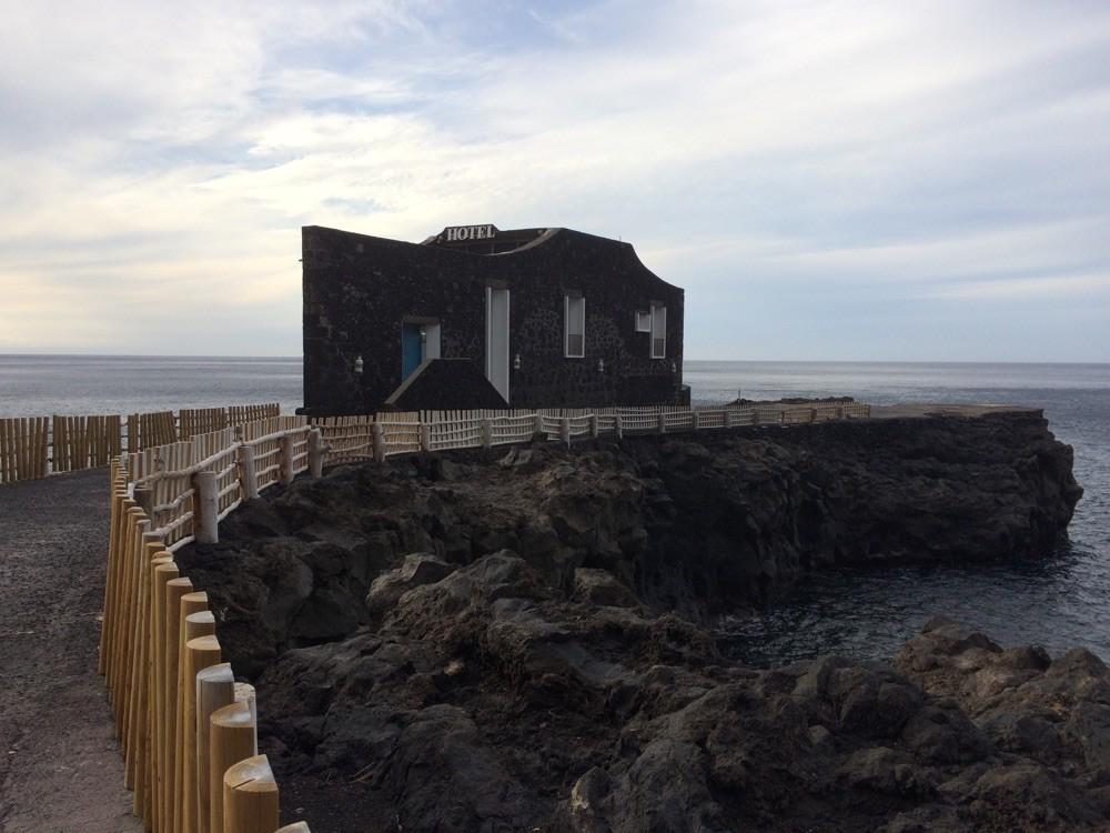 Hotel PuntaGrande, vier Zimmer inmitten des Atlantik. Schlafen umtost von heftigen Wellen... Dazu ein sternenklarer Himmel mit Sternschnuppen....@ El Hierro