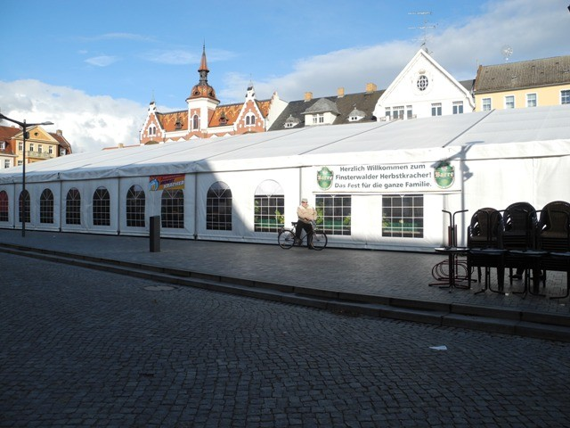 Das Festzelt auf dem Marktplatz