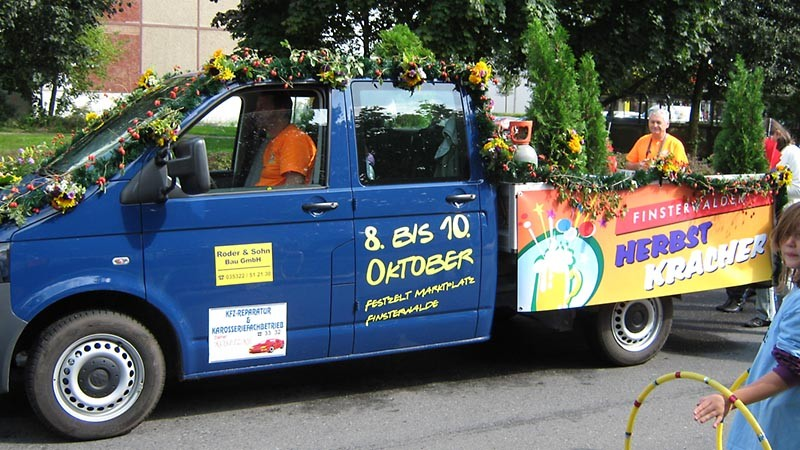Der Herbstkracher beim Umzug zum Sängerfest 2010