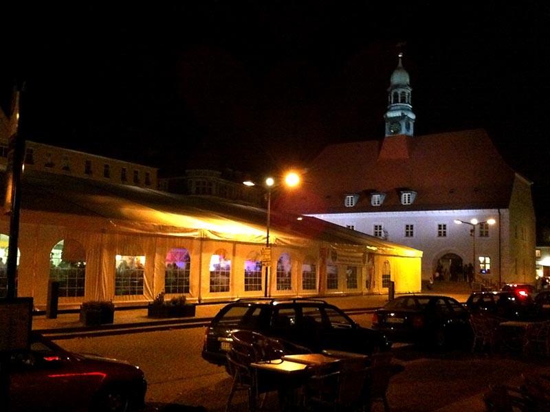 Festzelt vor dem Rathaus auf dem Martplatz