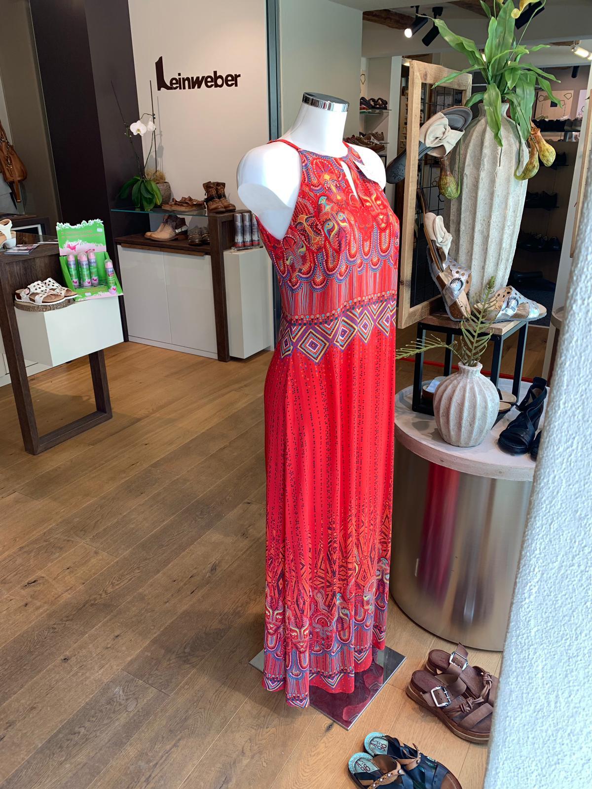 Viscose Kleid im top-aktuellen Look von Ivko. Im wunderschönen  Laden von Leinweber!