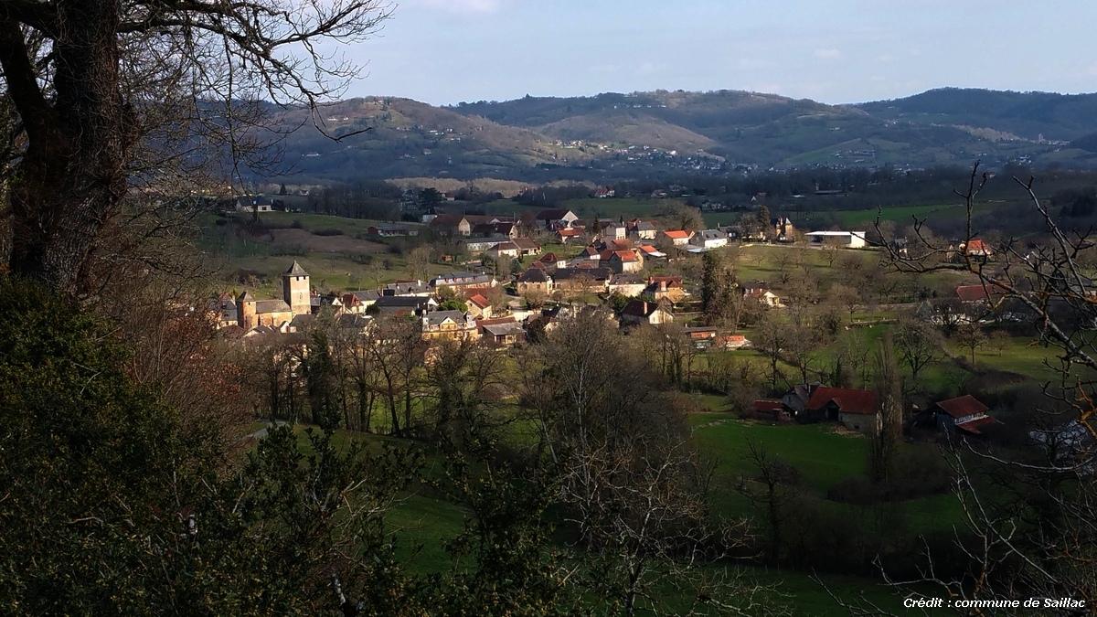 Saillac, village niché sur les terres calcaires au pied des plateaux de grés rouges