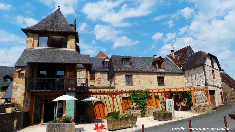 Les Quatre Demoiselles : ancien prieuré réhabilité en musée de la noix