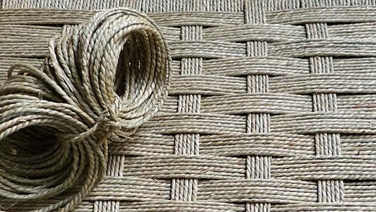 Corde végétale en jonc de mer / Seagrass cord.