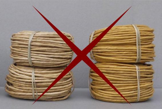 Interdits à l'atelier : rouleaux de paille de seigle toute prête / Forbidden at the workshop : ready-to-use rye straw.