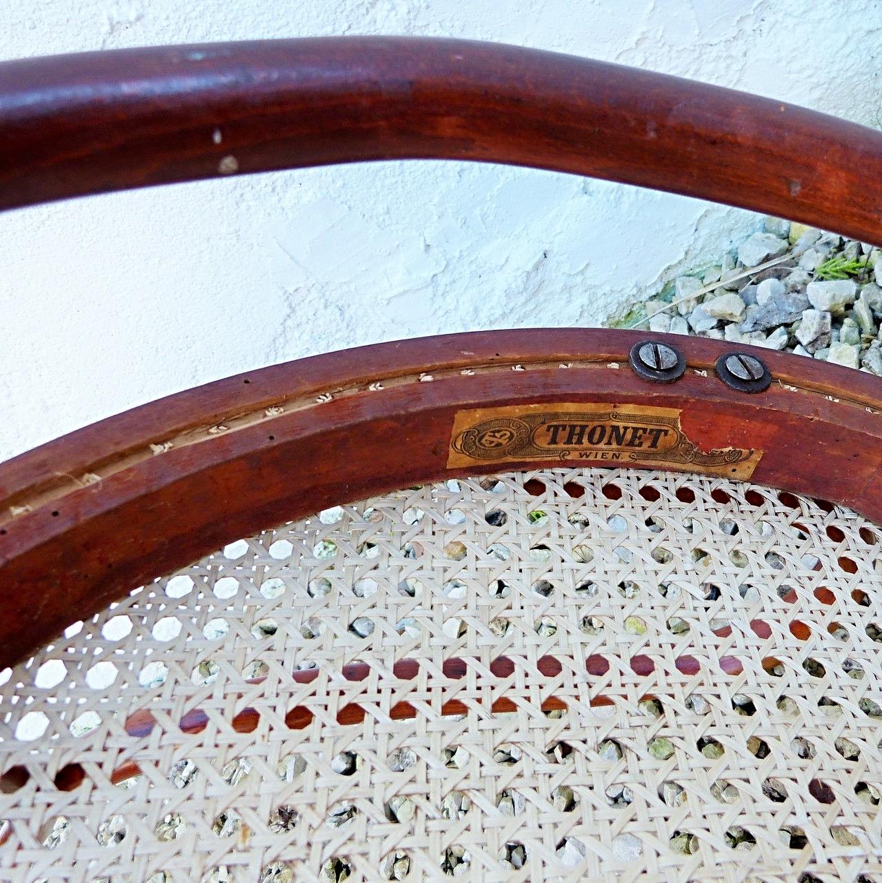 Brins coupés au ras des trous = faux cannage à l'ancienne ! / False handmade canework !