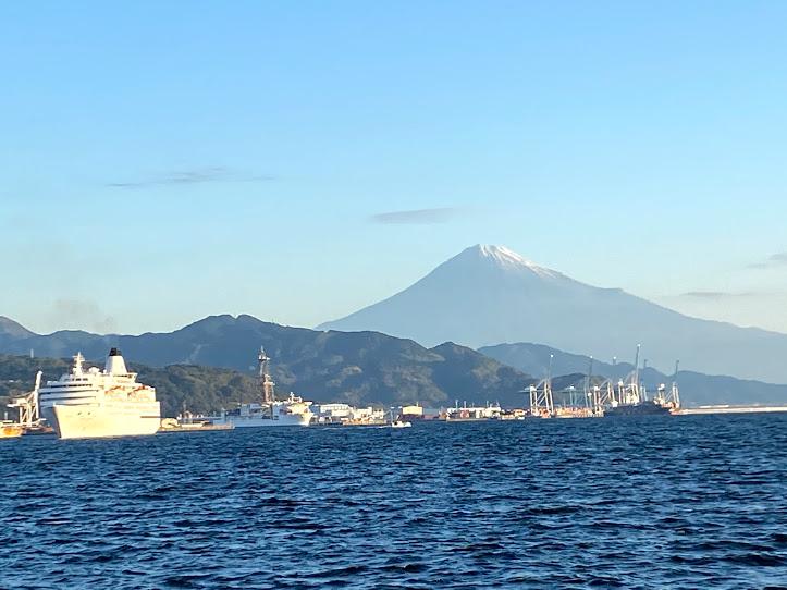 富士山を借景に入港する ぱしふぃっくびいなす