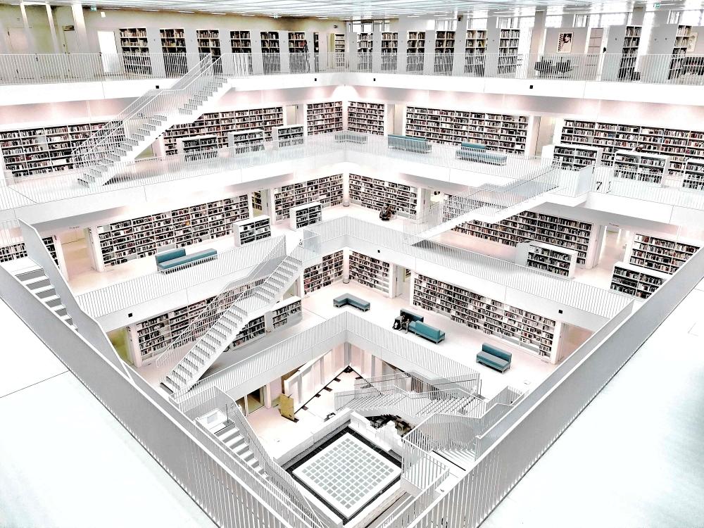 Vollkommene Symmetrie in der Stadtbibliothek