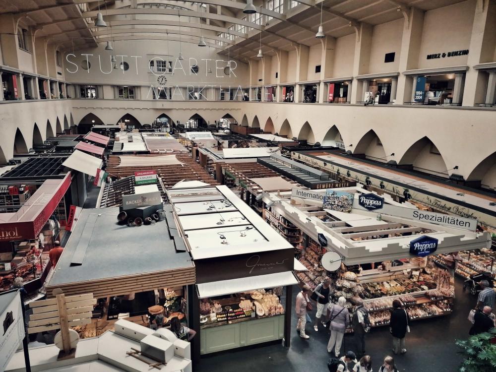 Viele traditionelle Marktstände in der Markthalle