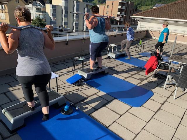 Terrasse für Trainings prima geeignet, wenn Sonne mitmacht.....