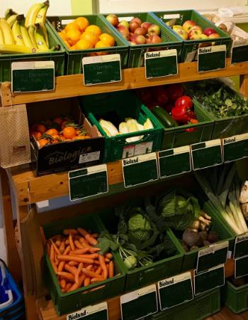 Auswahl an Bio-Obst und Gemüse in Moni´s Bauernlädel