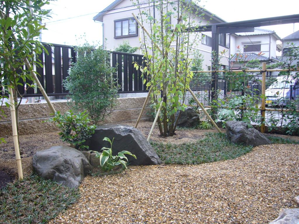 香芝市M様邸造園工事 施工事例 石工事 植栽 ウッドデッキ
