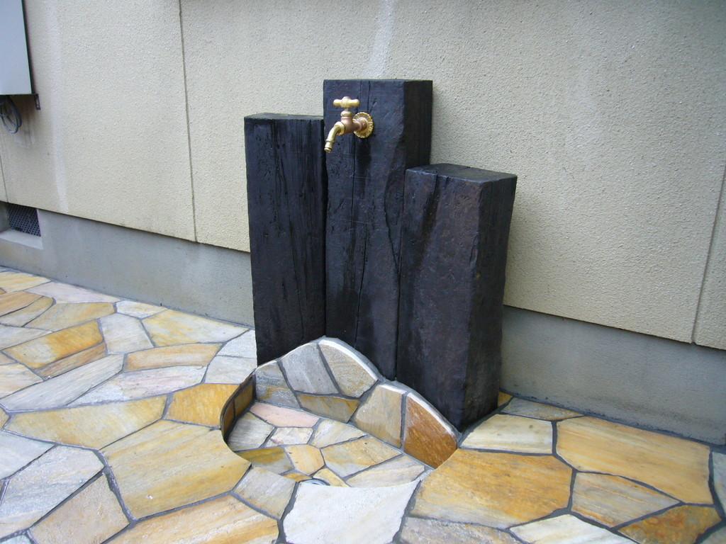 枕木仕様の立水栓