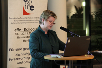 Minister of Education Löhrmann welcomes the participants