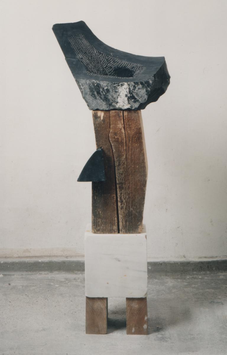 kleiner stehender, belgisch granit, carrara marmor, bauholz