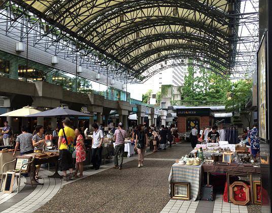 赤坂アークヒルズ カラヤン広場