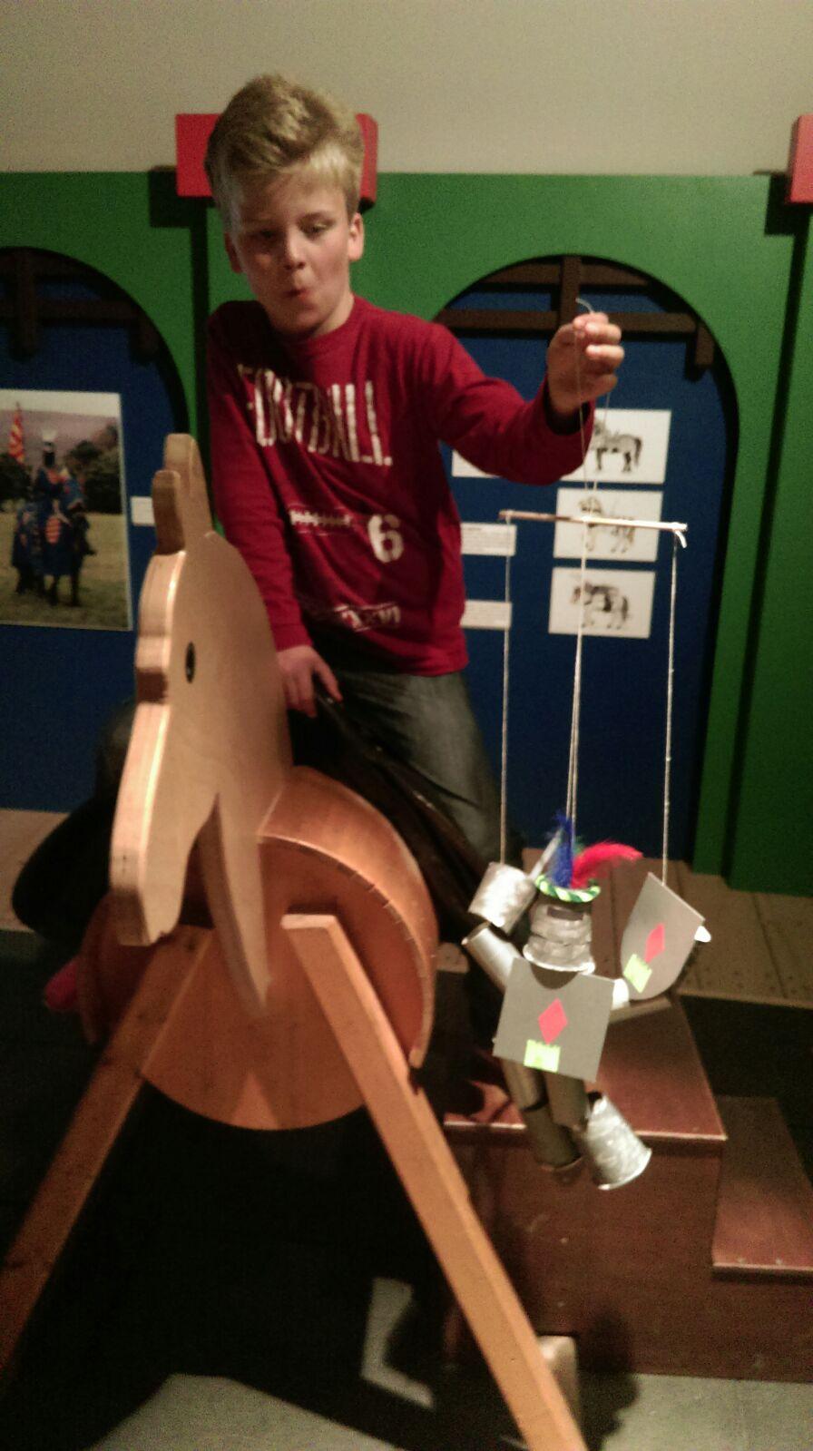Ritter Malte mit Marionette