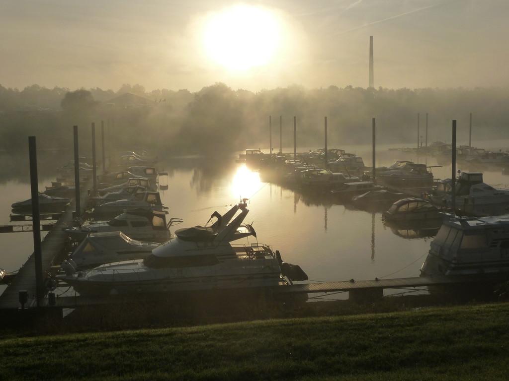 Sonnenaufgang am Yachthafen